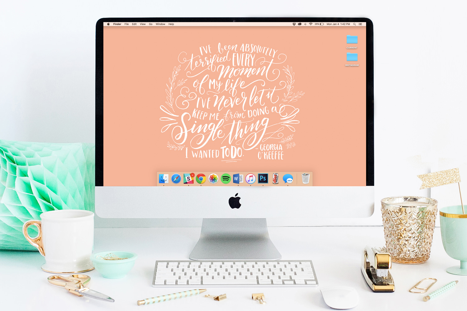 FREE January Desktop Wallpaper from Lily & Val!