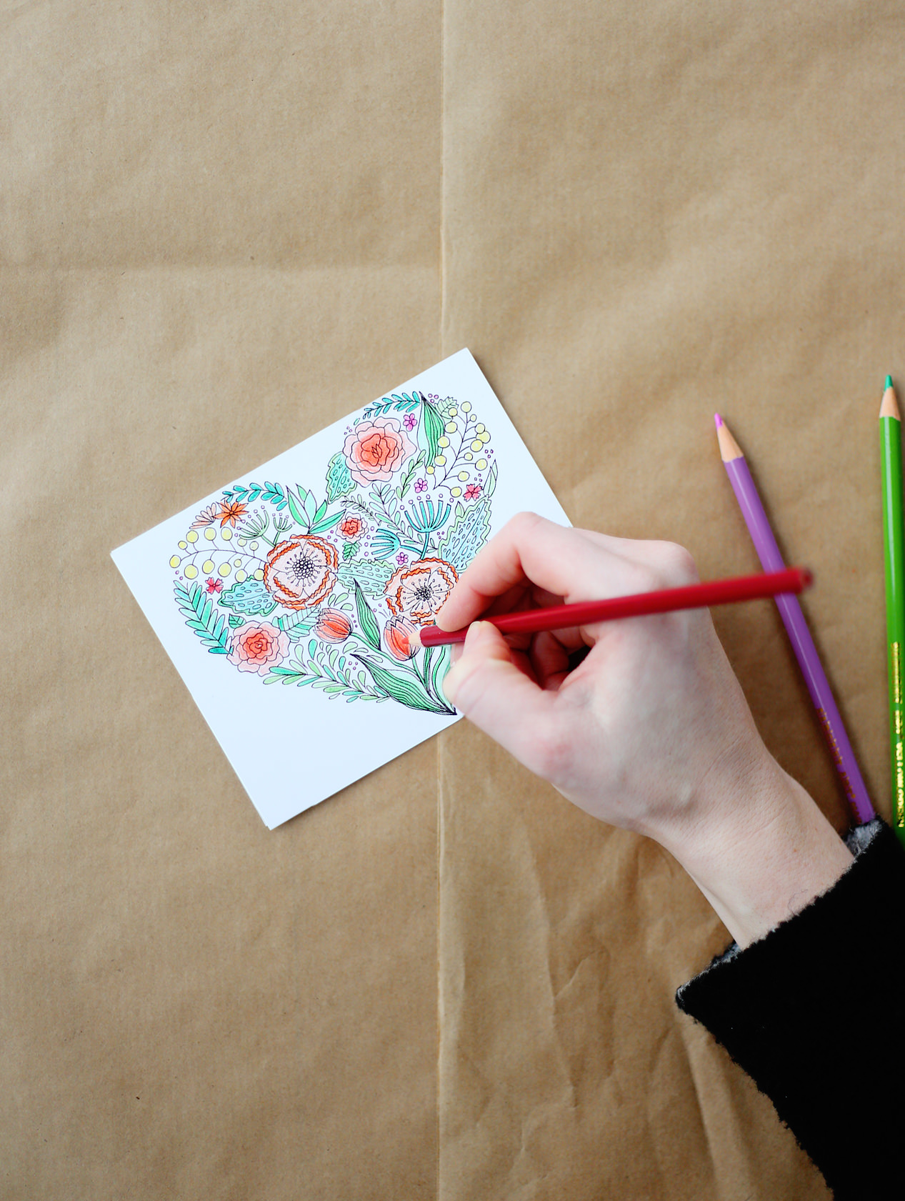 Adult coloring book meets snail mail - introducing the Lily & Val coloring notes. Inject with color and send a note to those you love! Available on lilyandval.com!