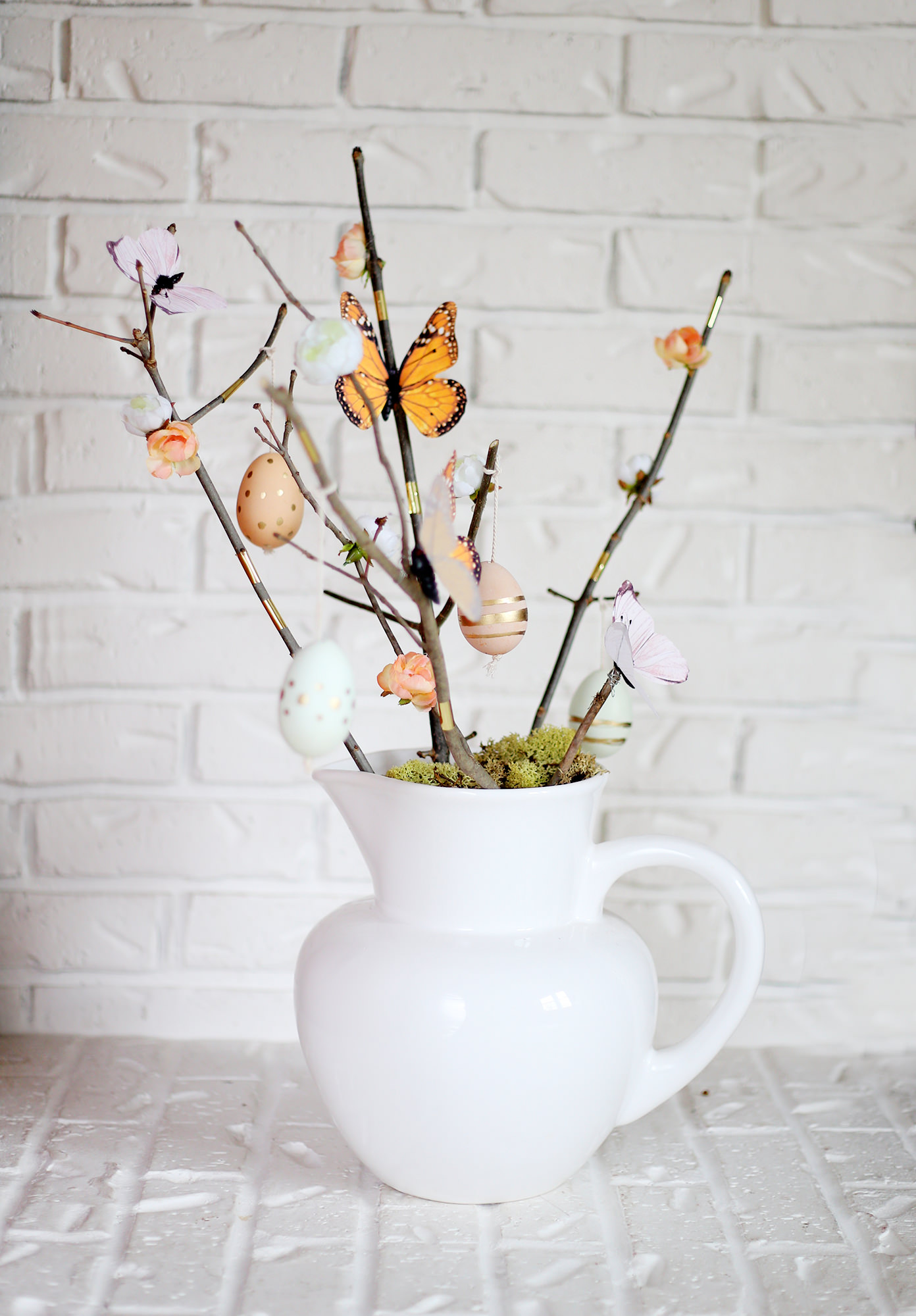 Create a new Spring centerpiece! This modern Easter tree puts an organic spin on the old classic!