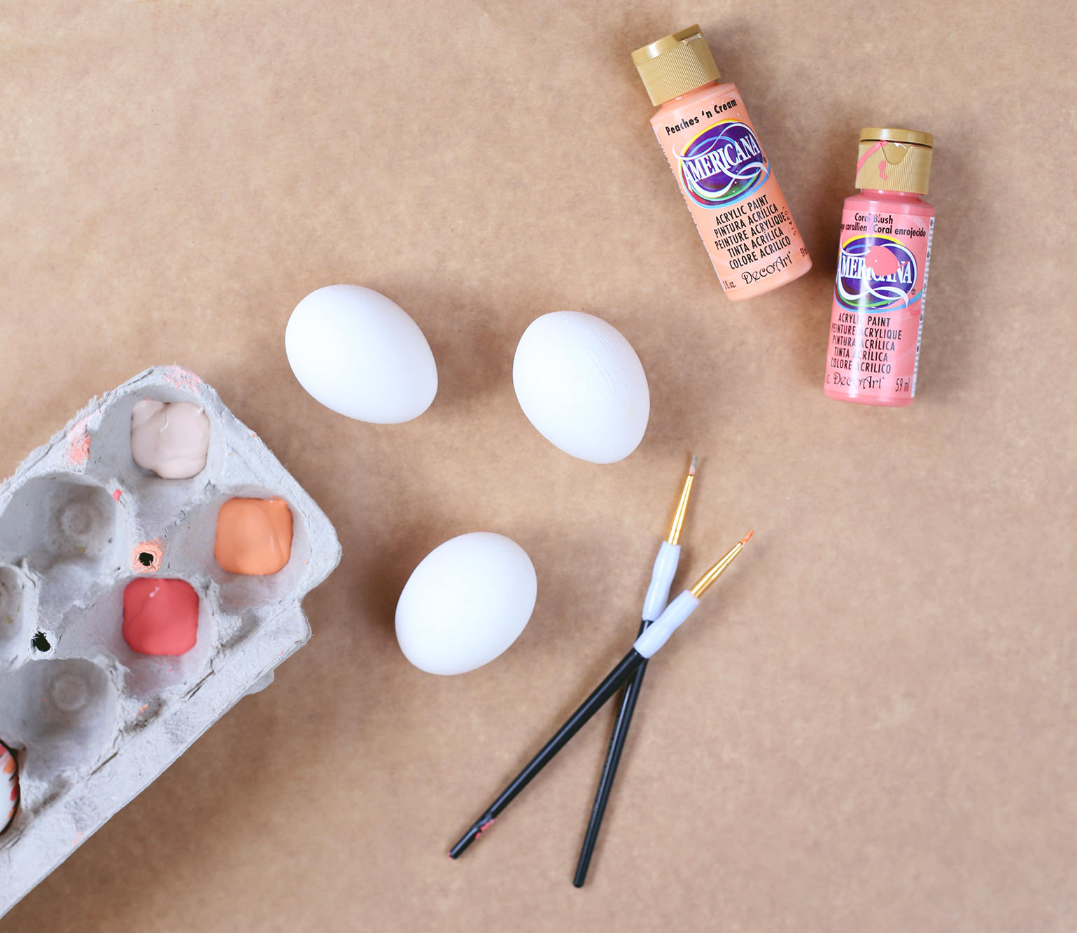 Coloring eggs doesn't have to be hard! DIY your own easter eggs with a few simple brushstrokes!