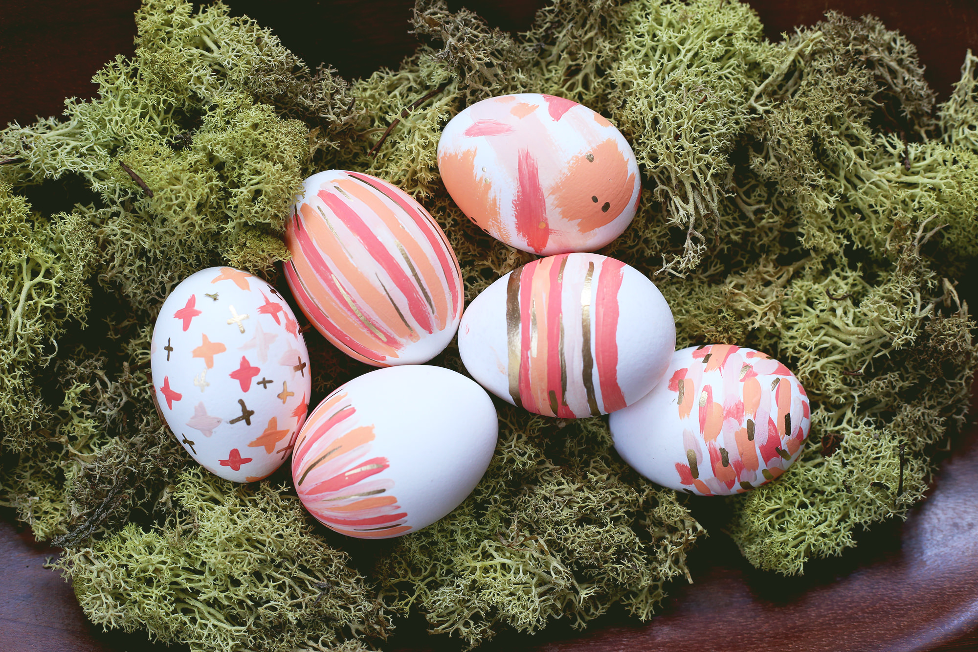 Adding a few simple brushstrokes to your Easter eggs is the perfect way to jazz up your Easter centerpiece without the dye!