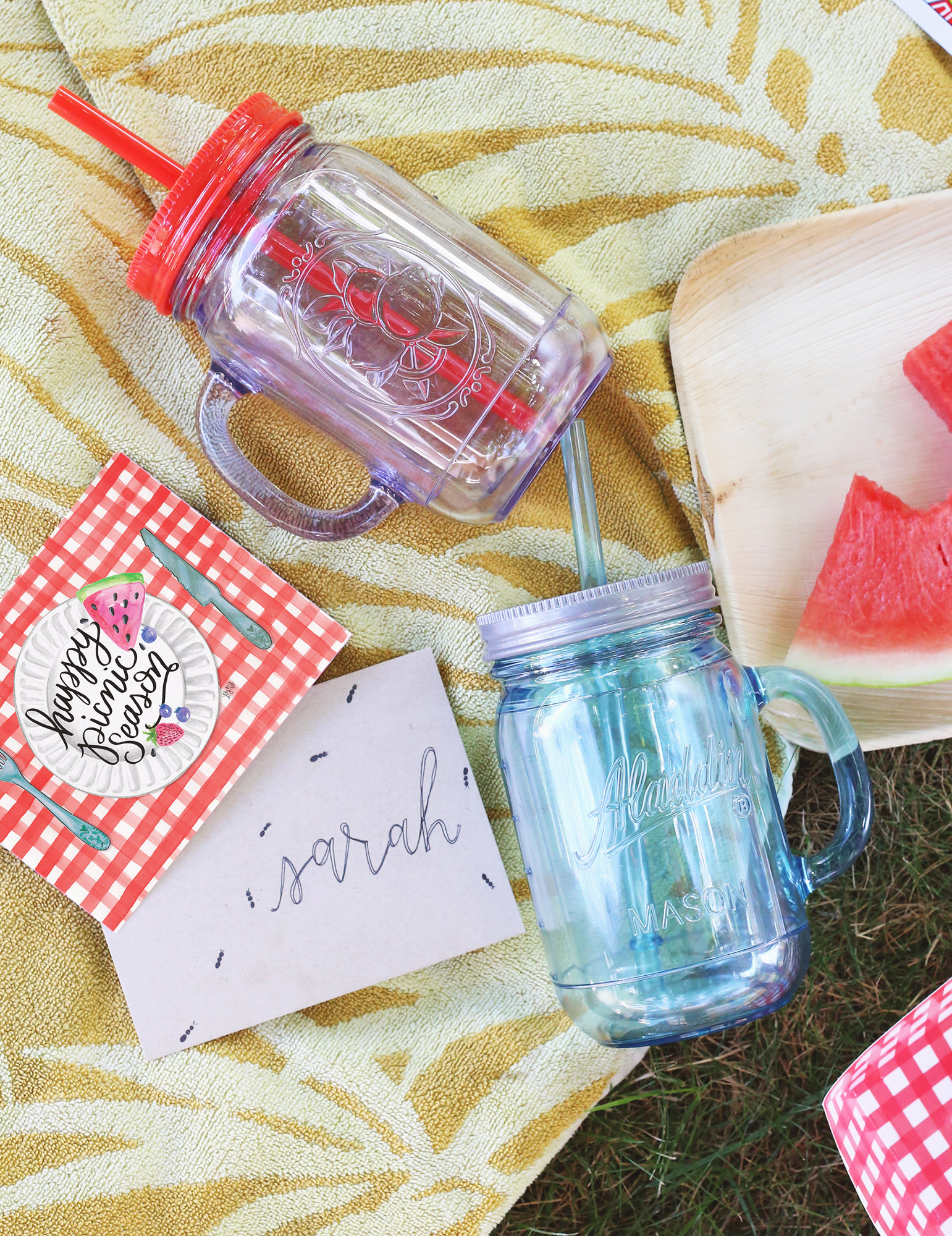 No picnic seems complete without ants- even if they're fake! A cute envelope decoration idea via Lily & Val Living!