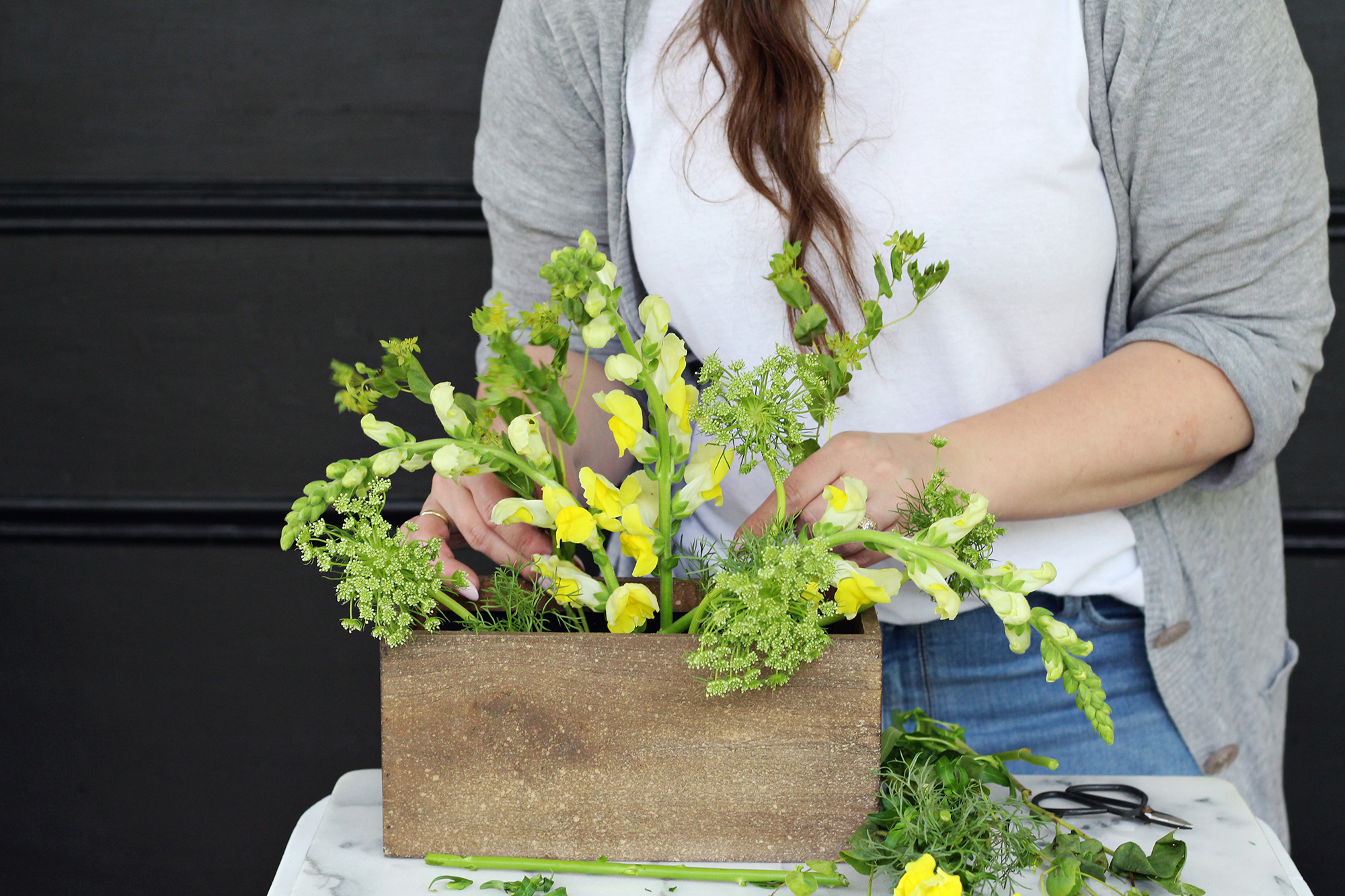 "Incorporate Queen Anne's lace and other ""weed"" type flowers for a monochromatic flower arrangement that has a wild, natural look"