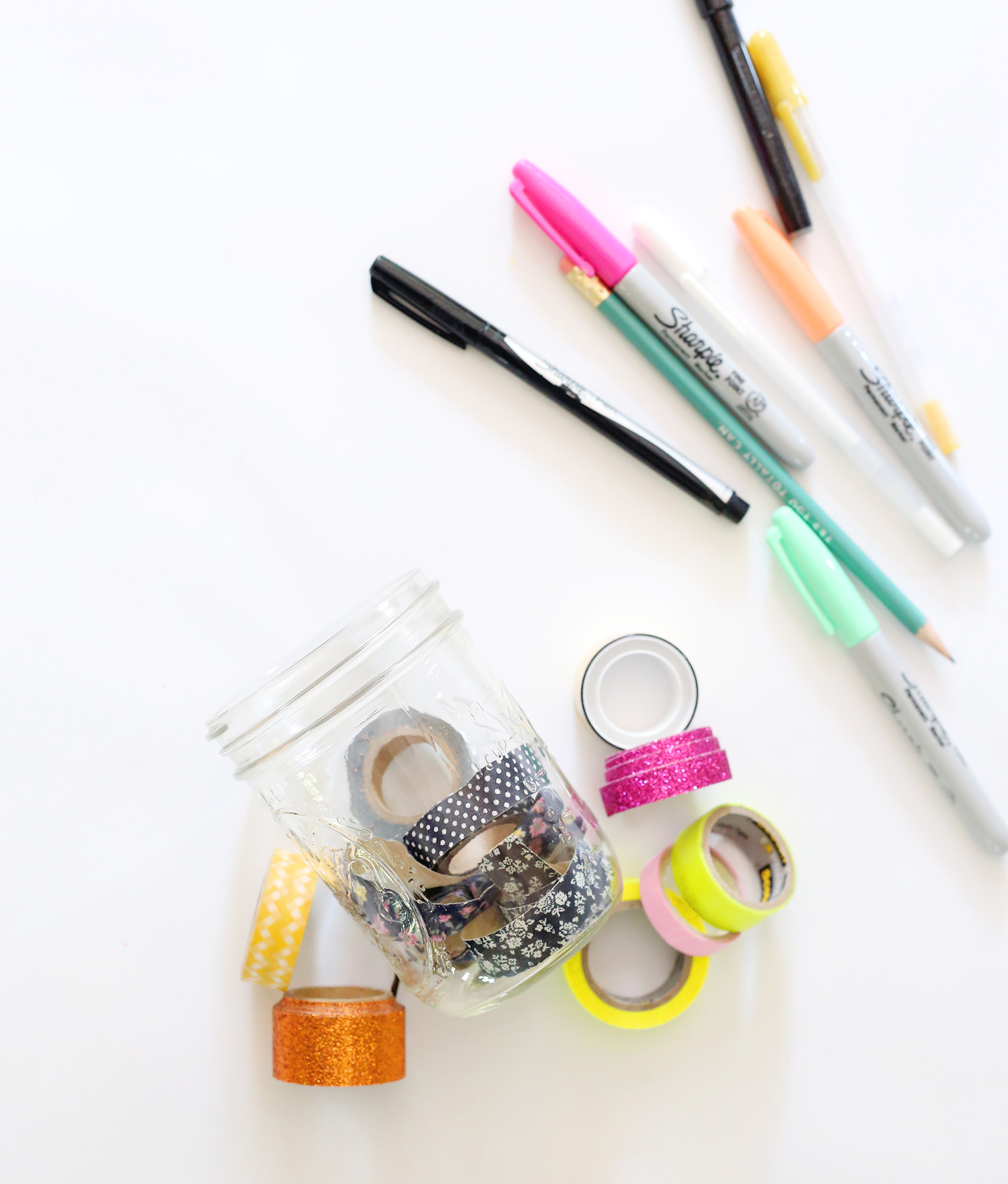 Keep washi tape and pens in your snail mail kit to have everything you need all in one place! Lily & Val Living