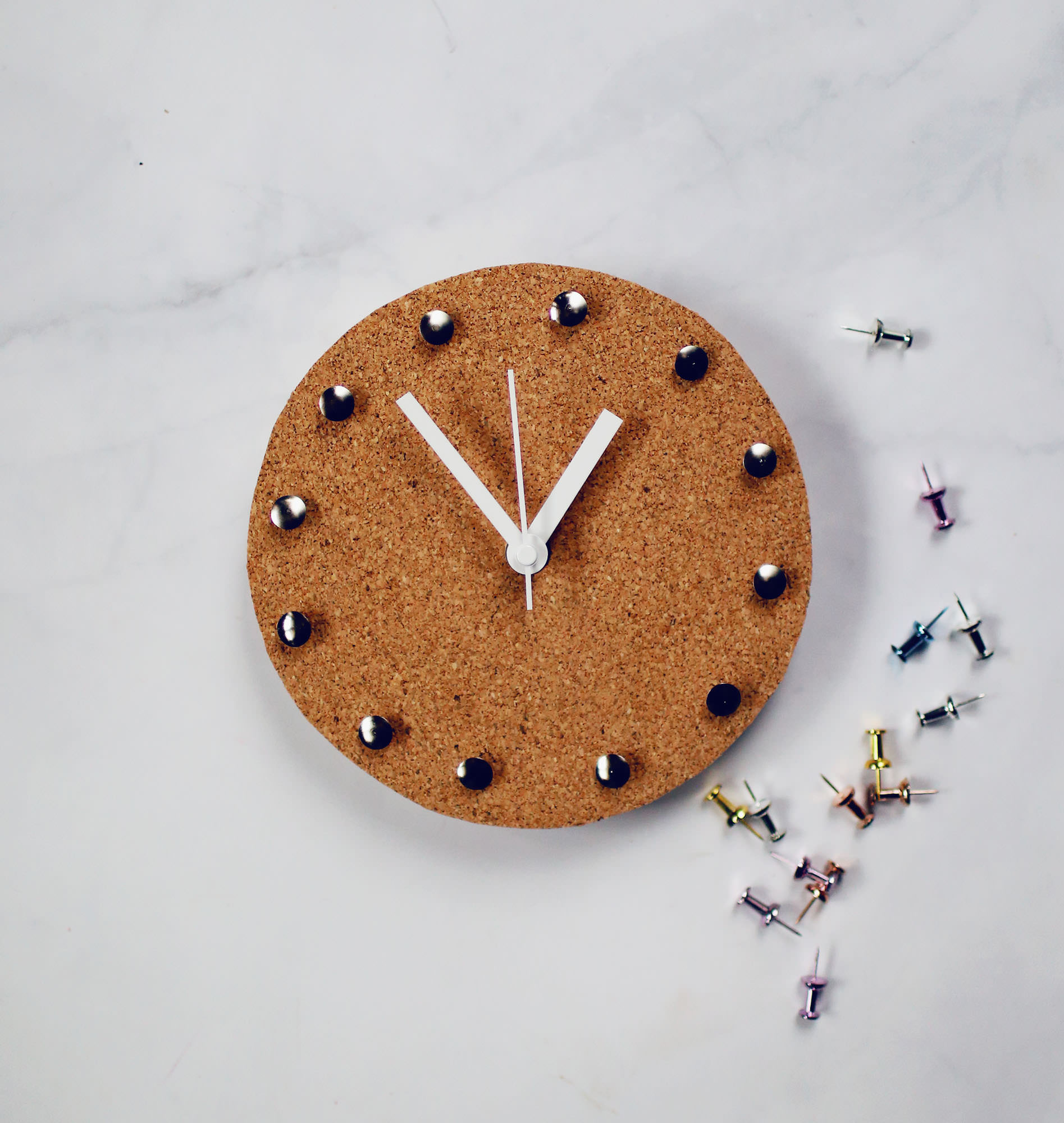 A DIY Cork Clock to decorate your space for the new year