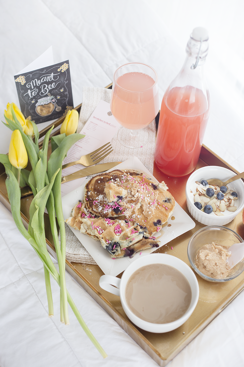 breakfast in bed | cozy date ideas | valentines day breakfast in bed