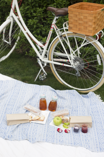 Bike Date: How to Plan a Picnic on the Go