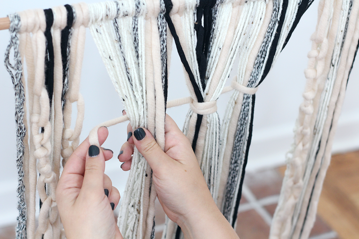 how to make a simple yarn wall hanging