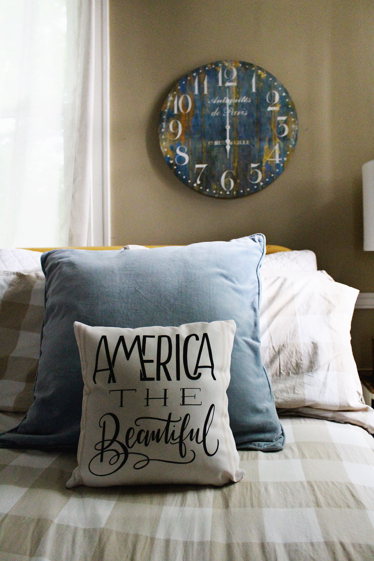4 Tips for Decorating With Throw Pillows In Your Bedroom