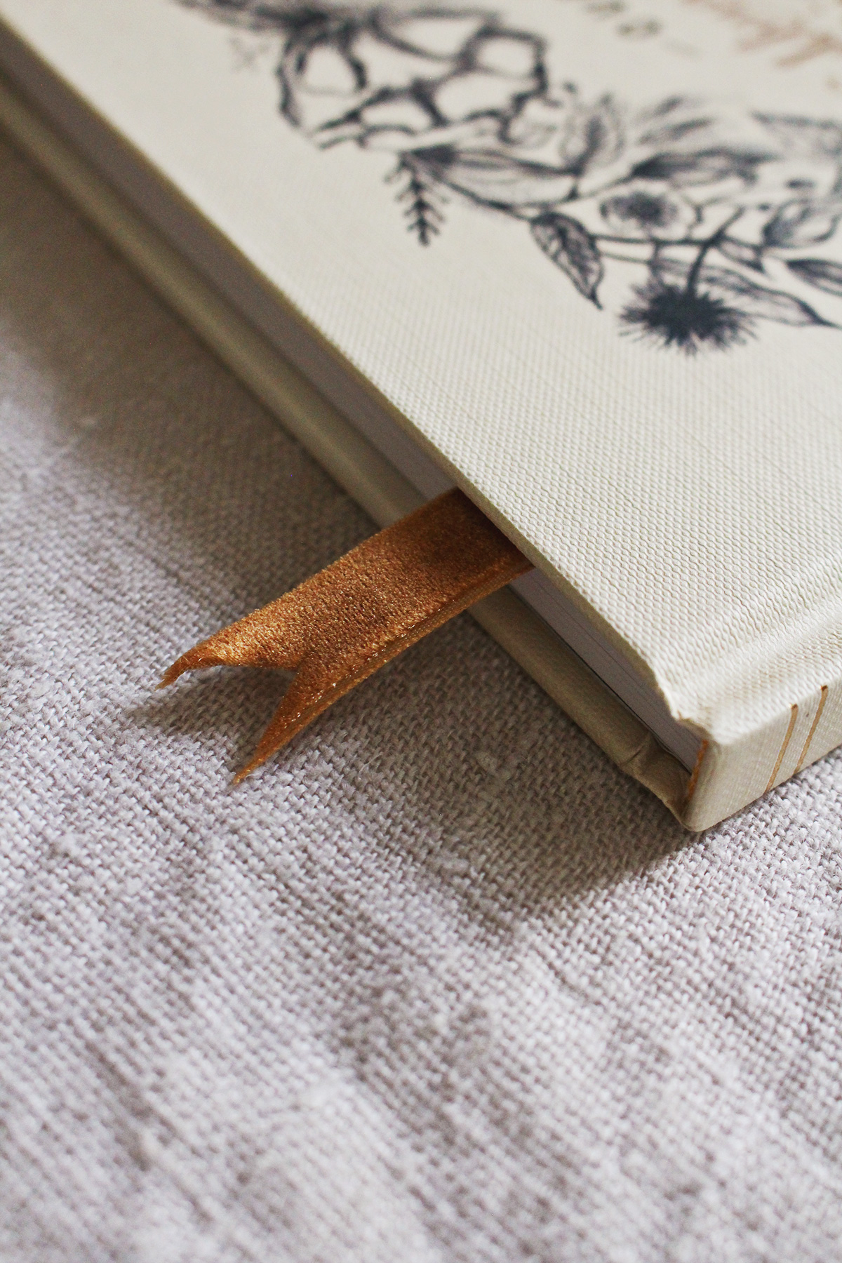 How To Use The Bookmark in Your L&V Wedding Guestbook