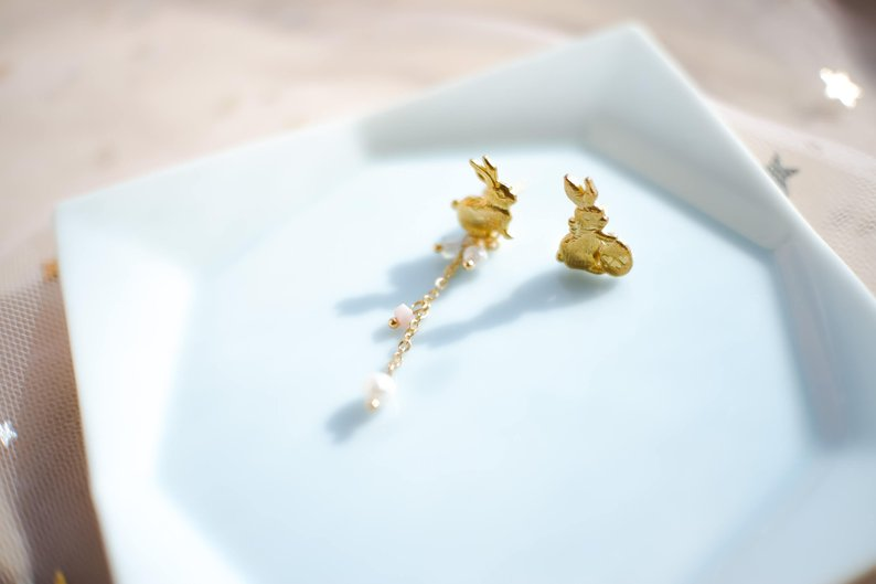 Adorable gold bunny earrings