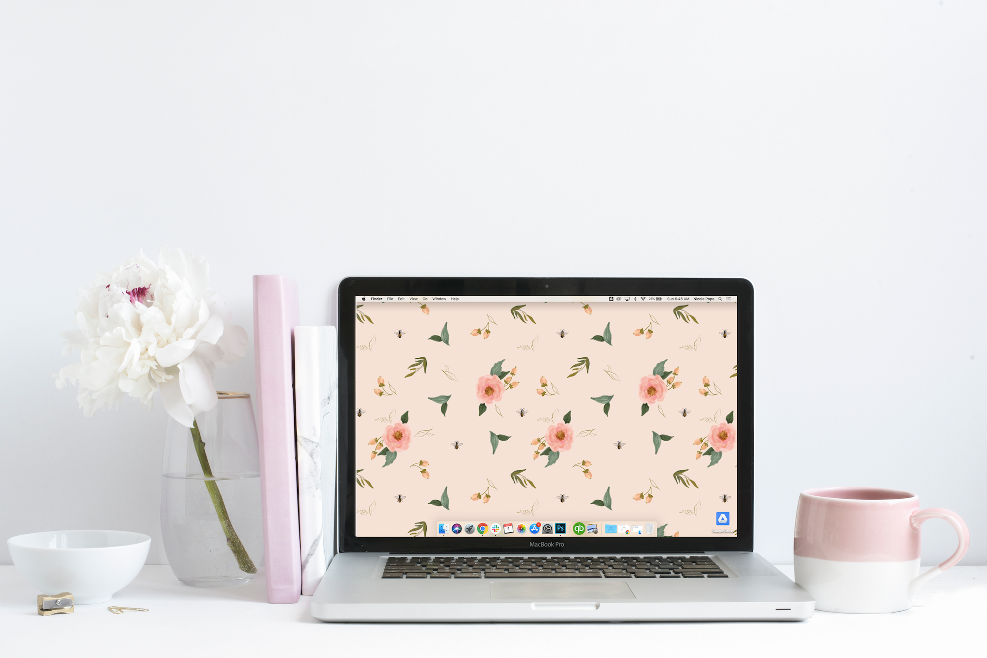 "March's ""Floral & Bee"" Desktop Download"