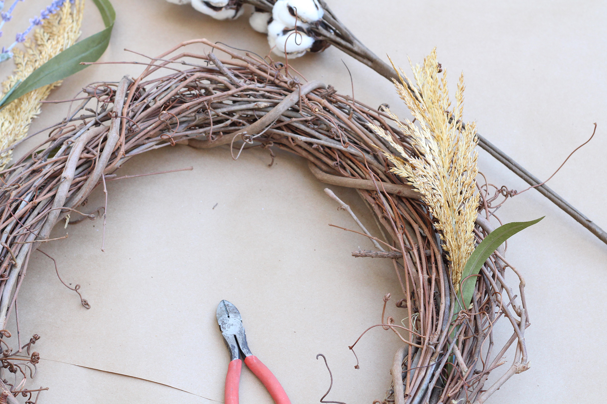 How to make an easy fall wreath - tutorial on the Lily & Val Blog