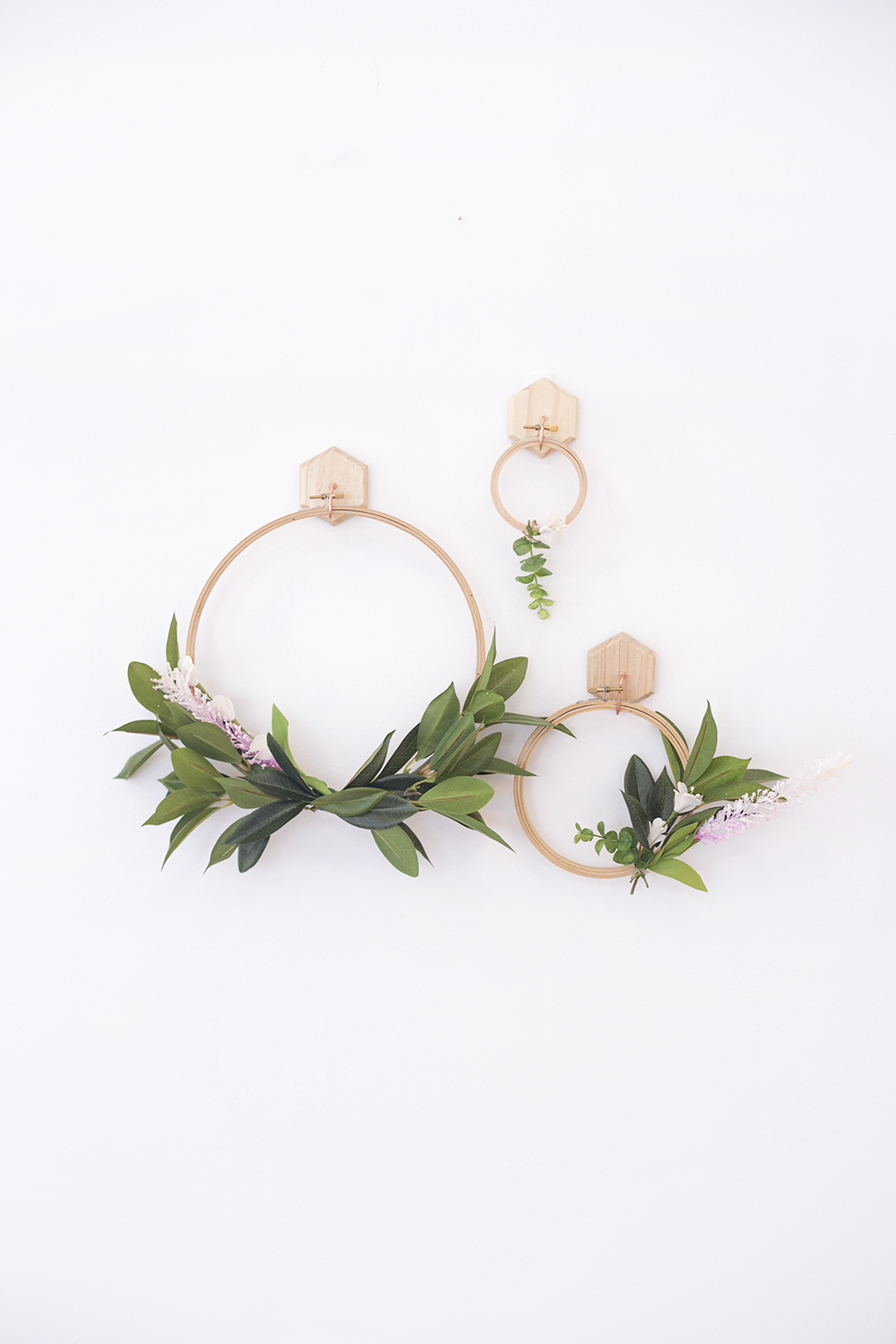 spring faux wreath | hanging wreath diy | modern floral wreath